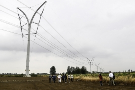 The Germoglio pylon - site visit at the 'Grid aesthetics and landscape planning'-workshop / Photograph: RGI
