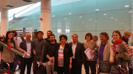 Welcome committee receiving Leila Khaled at the El Prat Airport. Photo: Fira Literal
