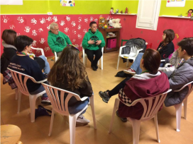 """Pioners"" unit (ages 15-17) talking about evictions with the PAH. Photo: AE Ermessenda del Casc Antic"