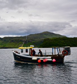 Fishermen in Portree, Isle of Skye (Scotland) / Photograph: Antonio Cinotti, Flickr