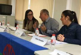 Jelen Amador, to the right, at one of the association's meetings / Photo: Associació gitana de dones Drom Kotar Mestipen