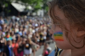 Child in a demonstration in favour of LGBTI community rights. Photo: Marina Liotta (FELGTB), Flickr