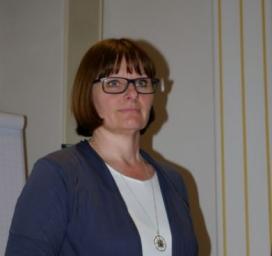 Monika Stickler.     Sources: Rotes Kreuz.