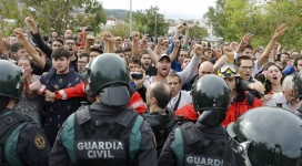 Peaceful demonstration against Spanish police. Photo: Twitter