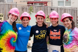 Volunteers building houses. Photo: Hoby NYE, Flickr