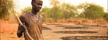 South Sudan civilian working. Photo: Flickr
