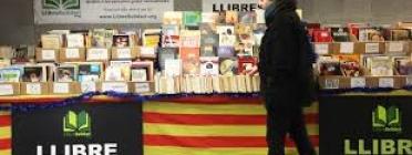 Llibre solidari stand in a Barcelona metro station