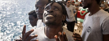 60 sub-Saharan migrants reach Barcelona in a legal safe way