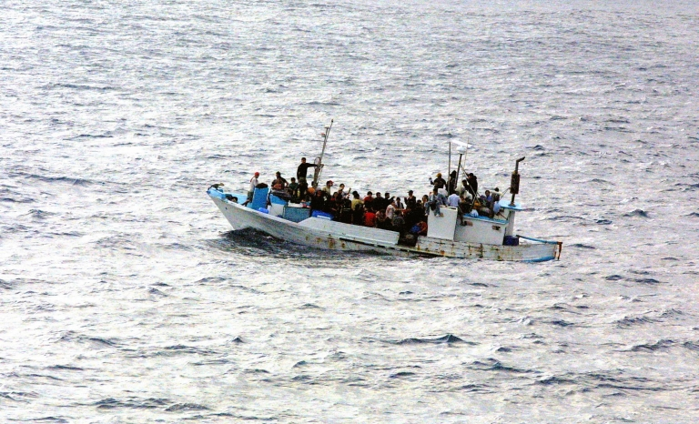 Refugees about to sink. Photo: Wikimedia
