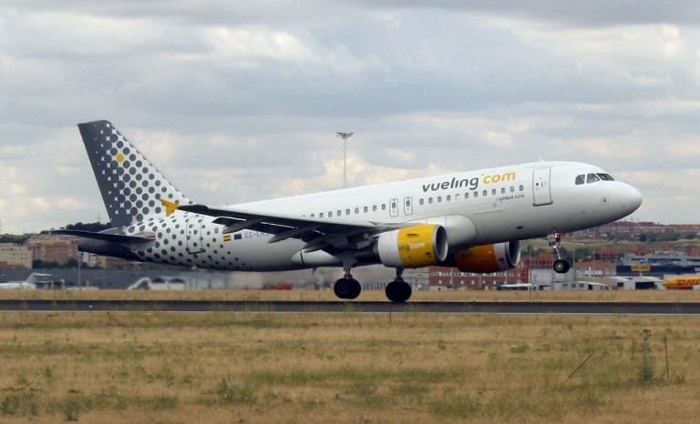 Vueling flight taking off. Photo: Andrés Perillo, Flickr
