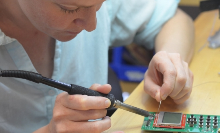 In the long term, repairing electronics can save the consumer around 200 Euro depending on the devices.