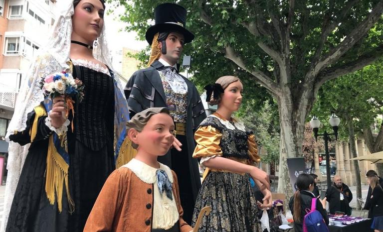 Catalan traditional folk culture in Manresa.   Source: Aplec International Adifolk.
