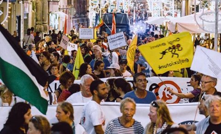 Obrim Fronteres Caravan during a protest