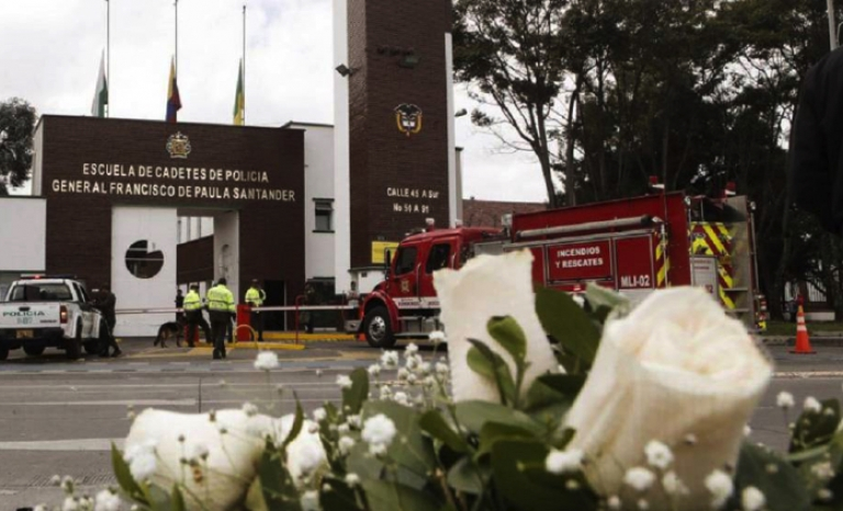 The bomb attack occurred against the General Police School of Santander (Bogotá).
