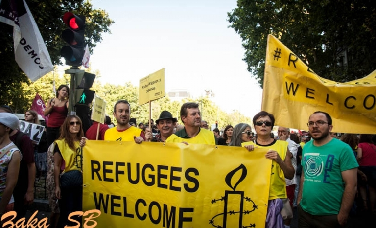 Demonstration run by Amnesty International in favour of welcoming refugees. Photo: Zakaria Semmar Benani, Flickr