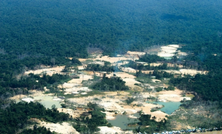 One of the settlements of gold seekers in the north of the Amazon. Source: Survival International.