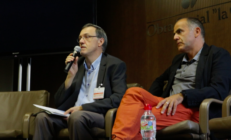 Rafael Ruiz de Gauna and Carles Descalzi during the conference.  Source: Adrià Milan