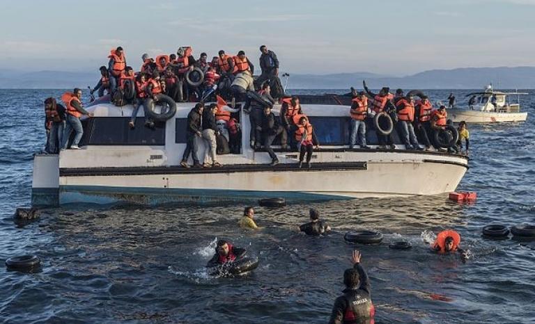 Boat full of refugees. Photo: Wikipedia