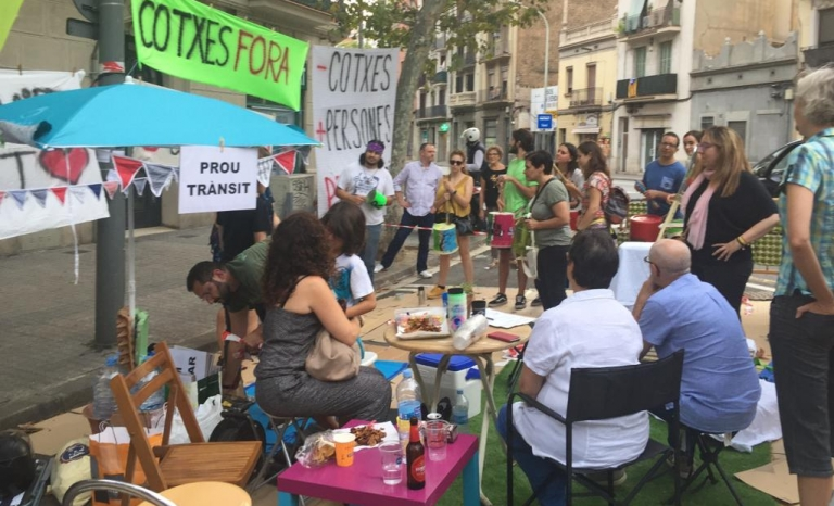 Protest action of Prou Trànsit during the Park(ing) Day.