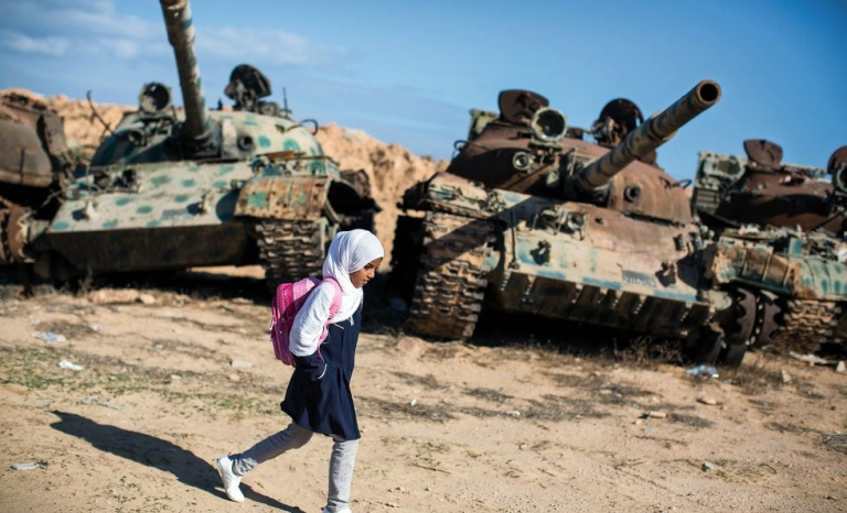 Amal al Torchani in her way to school in Misrata, Lybia / Photograph: Jordi Bartomeu Farrús, Flickr