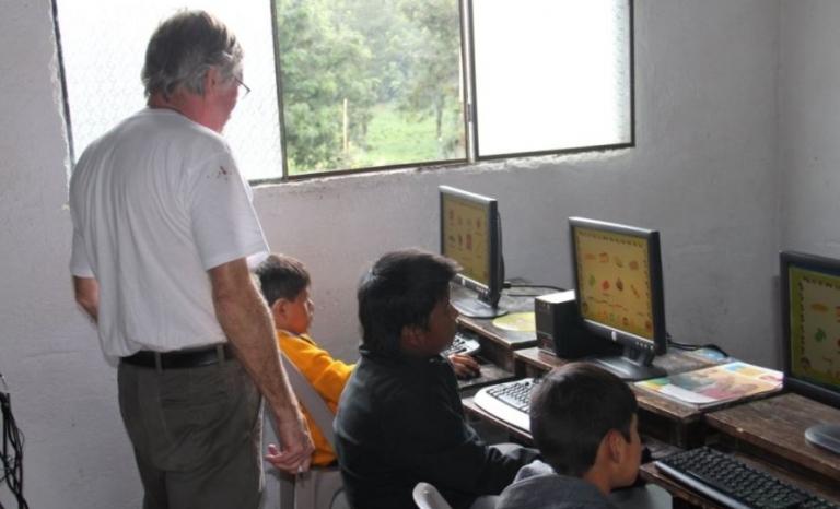 A volunteer project in Guatemala.  Source: NGO Voluntariado
