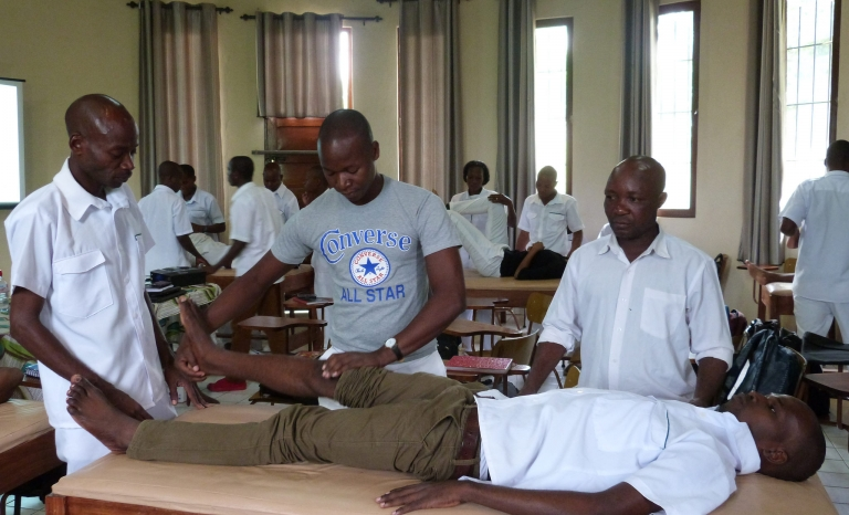 Class in Mozambique / Photo: Fisiàfrica