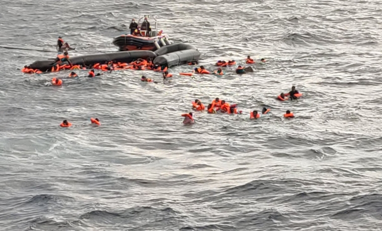 Image shared by Oscar Camps on Twitter of the rescue carried out by Open Arms.