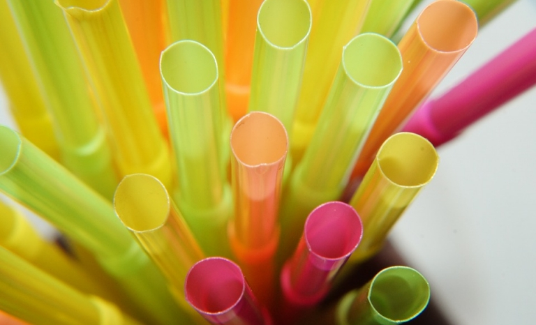 Many non-profits are raising awareness against plastic straws usage. Photo: Pixabay
