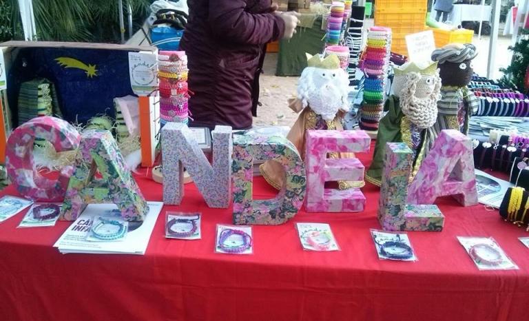A stall selling Candela bracelets / Photo: Pulseras Candela's Facebook