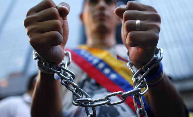 The Foro Penal Internacional denounces that every month the number of people taken by political causes increases.
