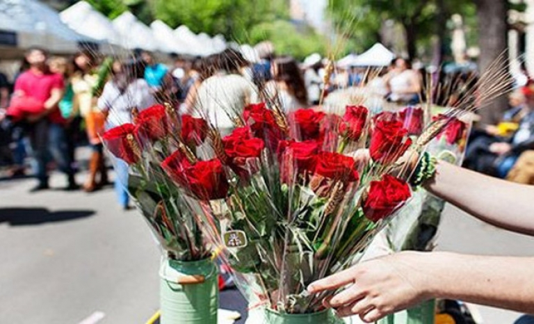 To give books and roses to Sant Jordi is a tradition that has already been exported to many countries around the world.