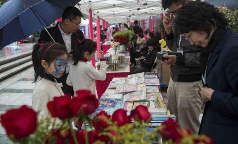 The city of Shanghai in China also celebrates Sant Jordi.