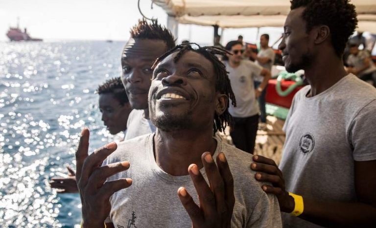 60 sub-Saharan migrants reach Barcelona in a legal safe way
