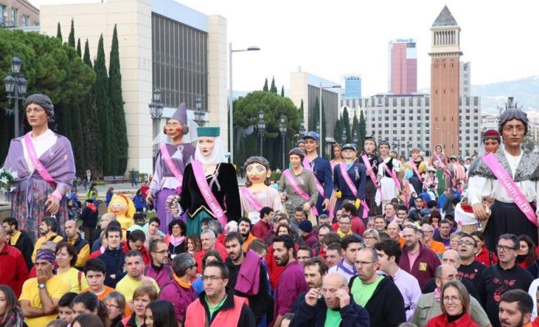 Solidarity gathering of colles geganteres, in Barcelona / Photo: www.lesgegantesambtu.org