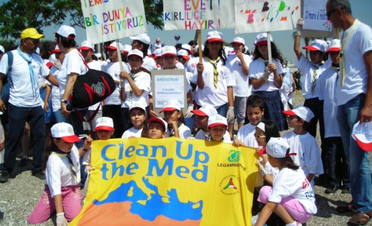 The campaign aims to clean up around 1,500 beaches in 21 Mediterranean countries.   Source: Legambiente