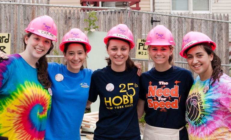 Volunteers building houses. Photo: Hoby NYE, Flickr