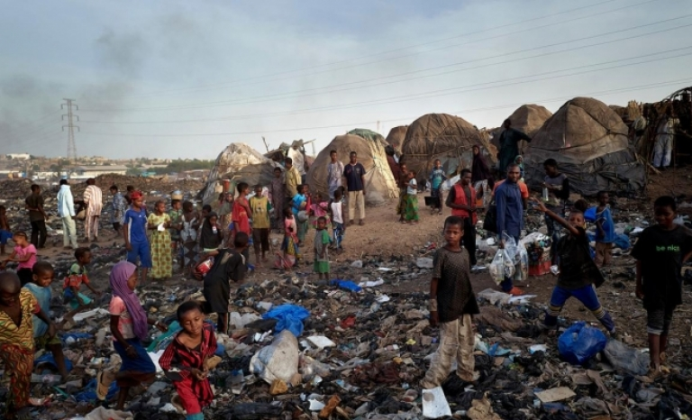 One of the Internally Displaced People s camps in Mali is located in a landfill.